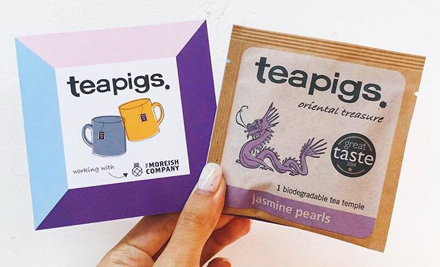 Psst... in partnership with our friends @teapigshk, we're giving away a sample of their fragrant Jasmine Pearl tea to pair with our mooncakes . Available for a limited time only, so get them in now to avoid disappointment!
