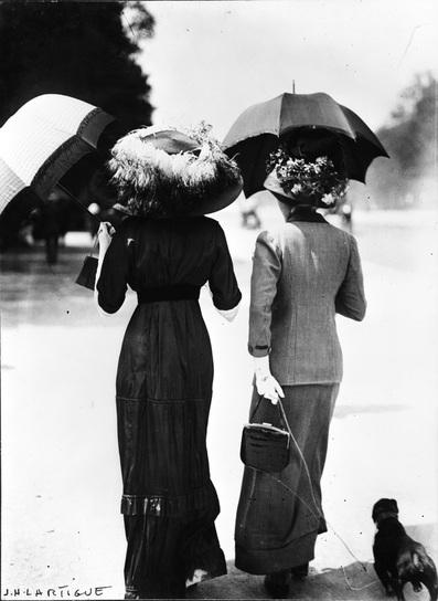 Fashionable Women: Avenue Bois de Boulogne 1911