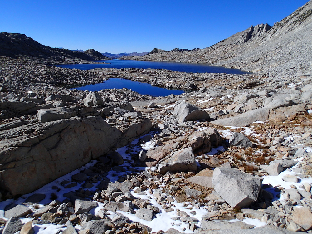 Day4 Upper Gardiner Basin approaching Lk 11407 from descent W side 60 Lks Col patchy snow clear blue sky.JPG