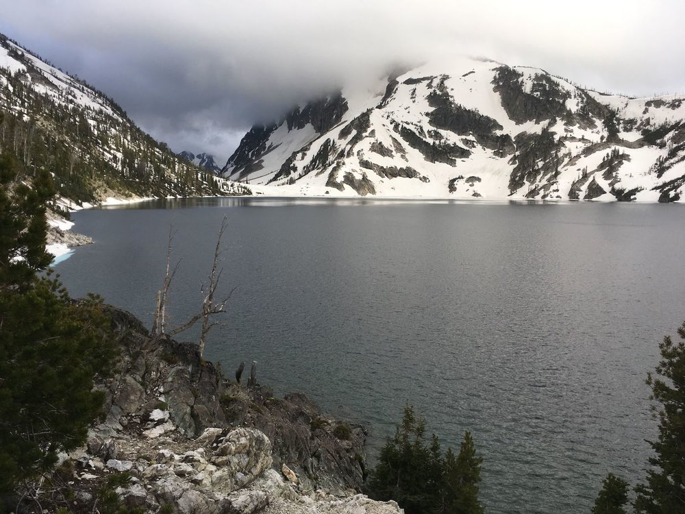 The far end of Sawtooth Lake, stormy but without icebergs