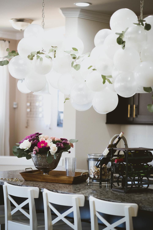 Balloon Arch DIY // Clear Balloons // White Balloons // Pearl Balloons