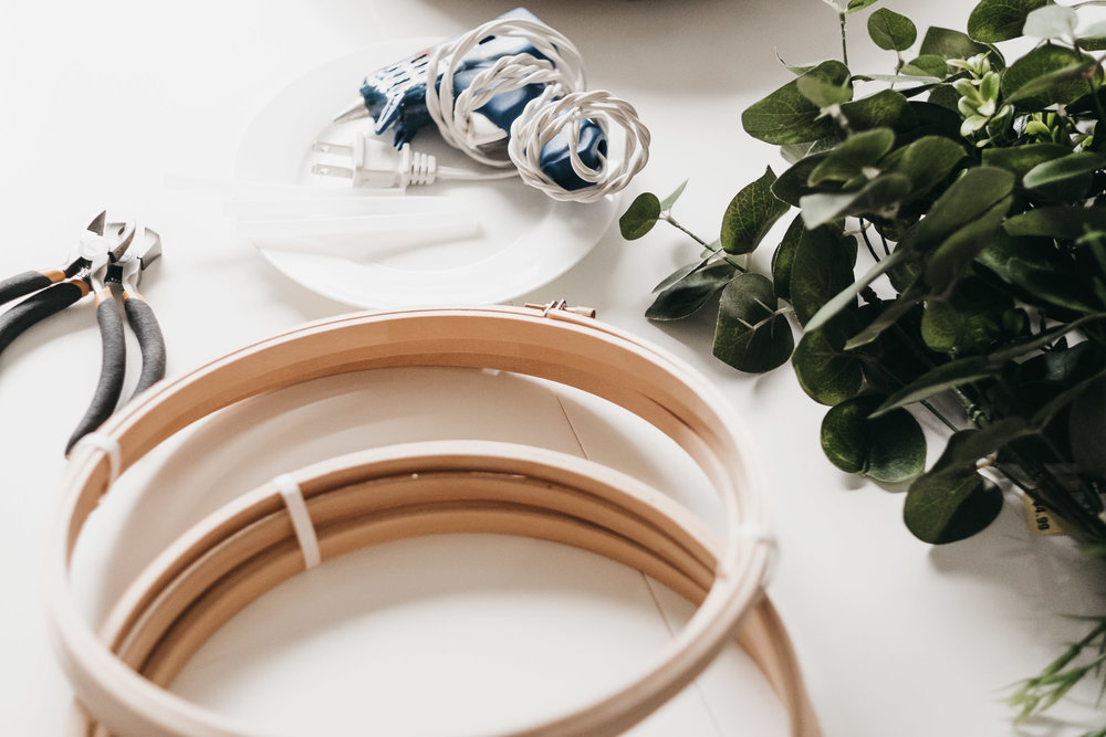 Easy DIY Boxwood and Eucalyptus Hoop Wreaths1.jpg