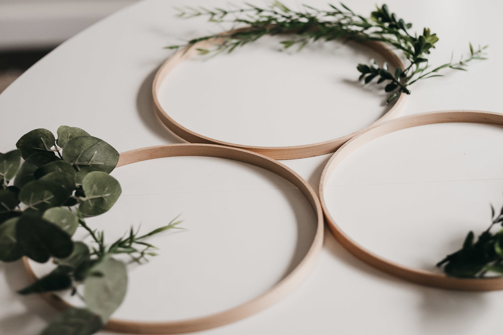 Easy DIY Boxwood and Eucalyptus Hoop Wreaths6.jpg