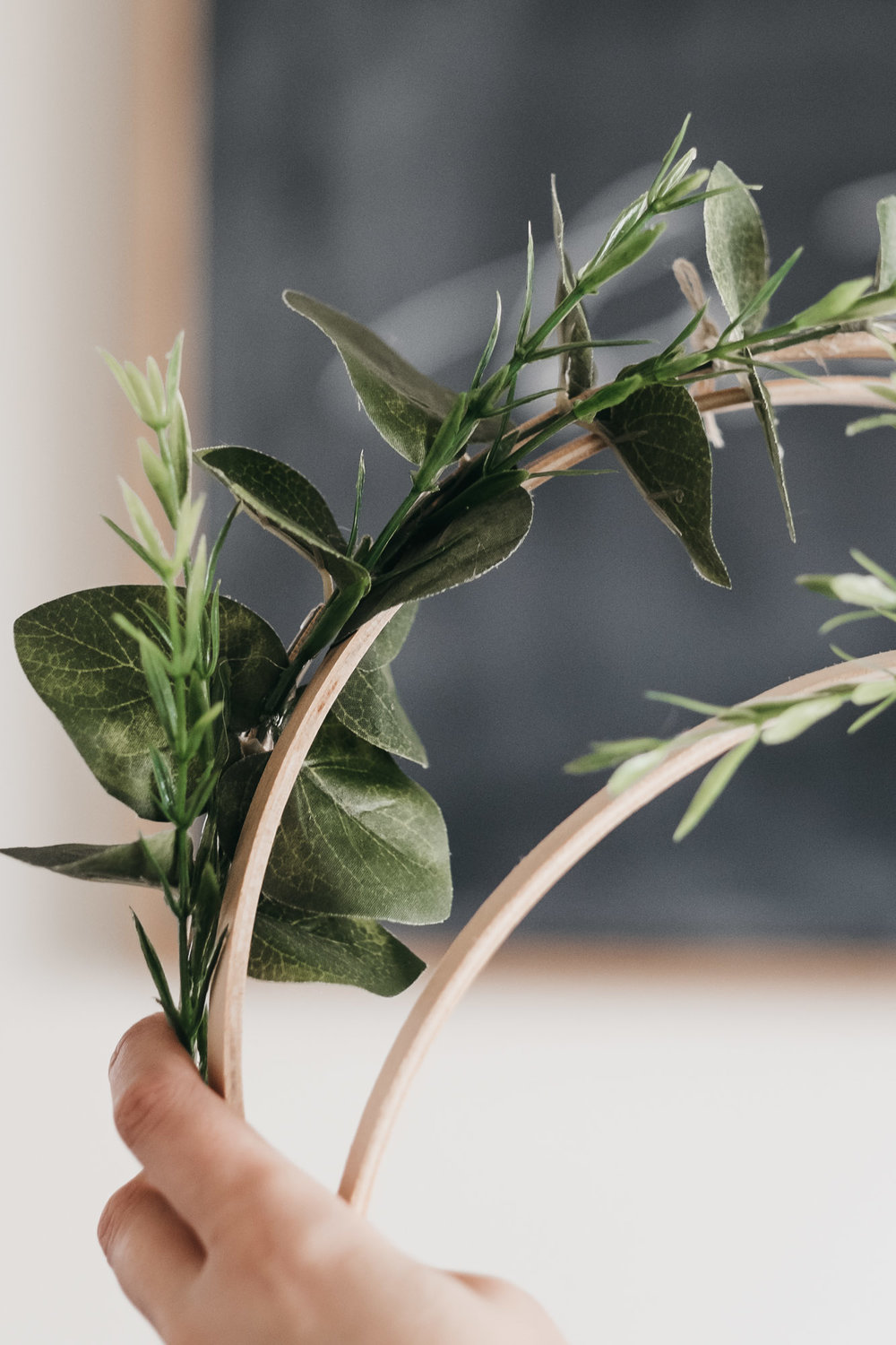 Easy DIY Boxwood and Eucalyptus Hoop Wreaths7.jpg