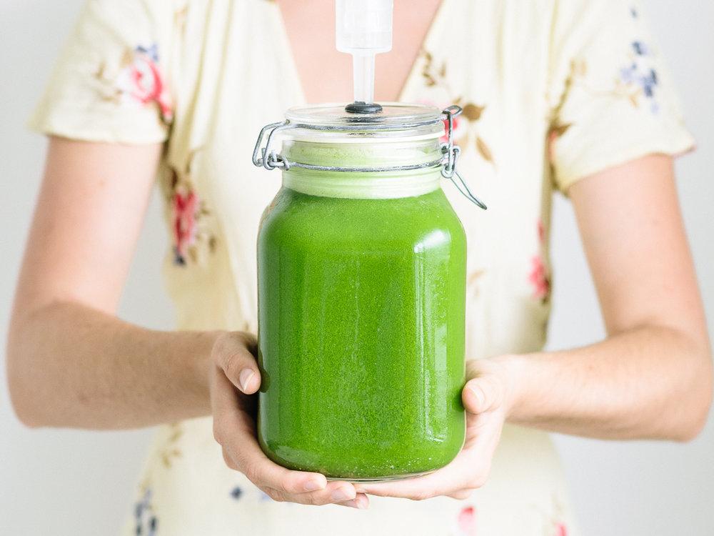 Kidney_Cleansing_Green_Juice_by_Jordan_Pie_Nutritionist_Photographer-1.jpg