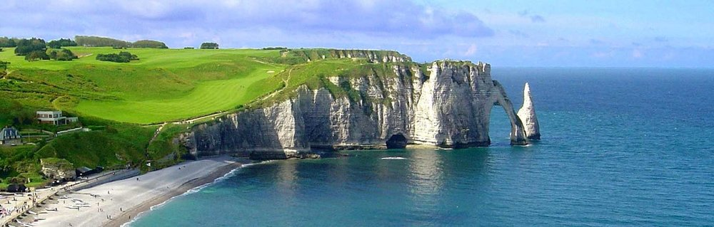 View over the ocean to the magnificent Etretat Golf Course