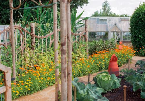 001_UK Gardening School.jpg