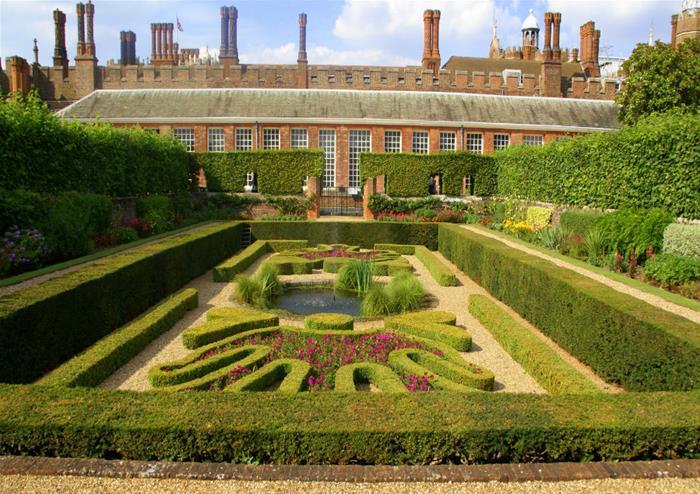 Hampton_Court_Palace_110_14335.jpg
