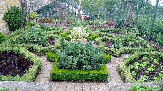 formal-vegetable-garden.jpg