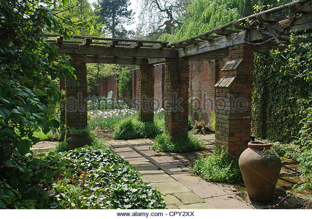 courtyard-garden-at-cottesbrooke-hall-northamptonshire-cpy2xx.jpg