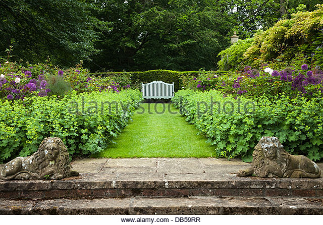 stone-steps-leading-to-cottesbrooke-halls-philosophers-garden-with-db59rr.jpg