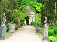e37d11c7bd6a2a0964cfe17a8e985e5d--british-garden-garden-layouts.jpg