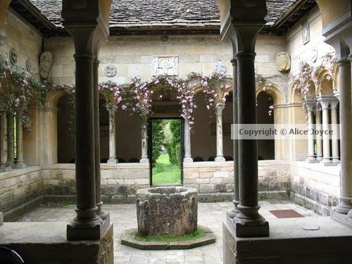 Iford-Manor-Peto-Garden-Cloisters-Photo-©-Alice-Joyce.jpg