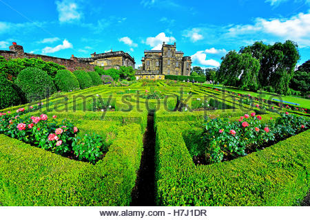 rose-garden-and-maze-at-seaton-delaval-hall-nt-h7j1dr.jpg