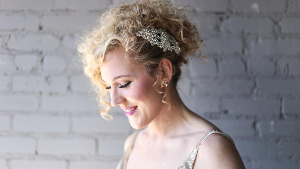 blonde-curly-hair-bride