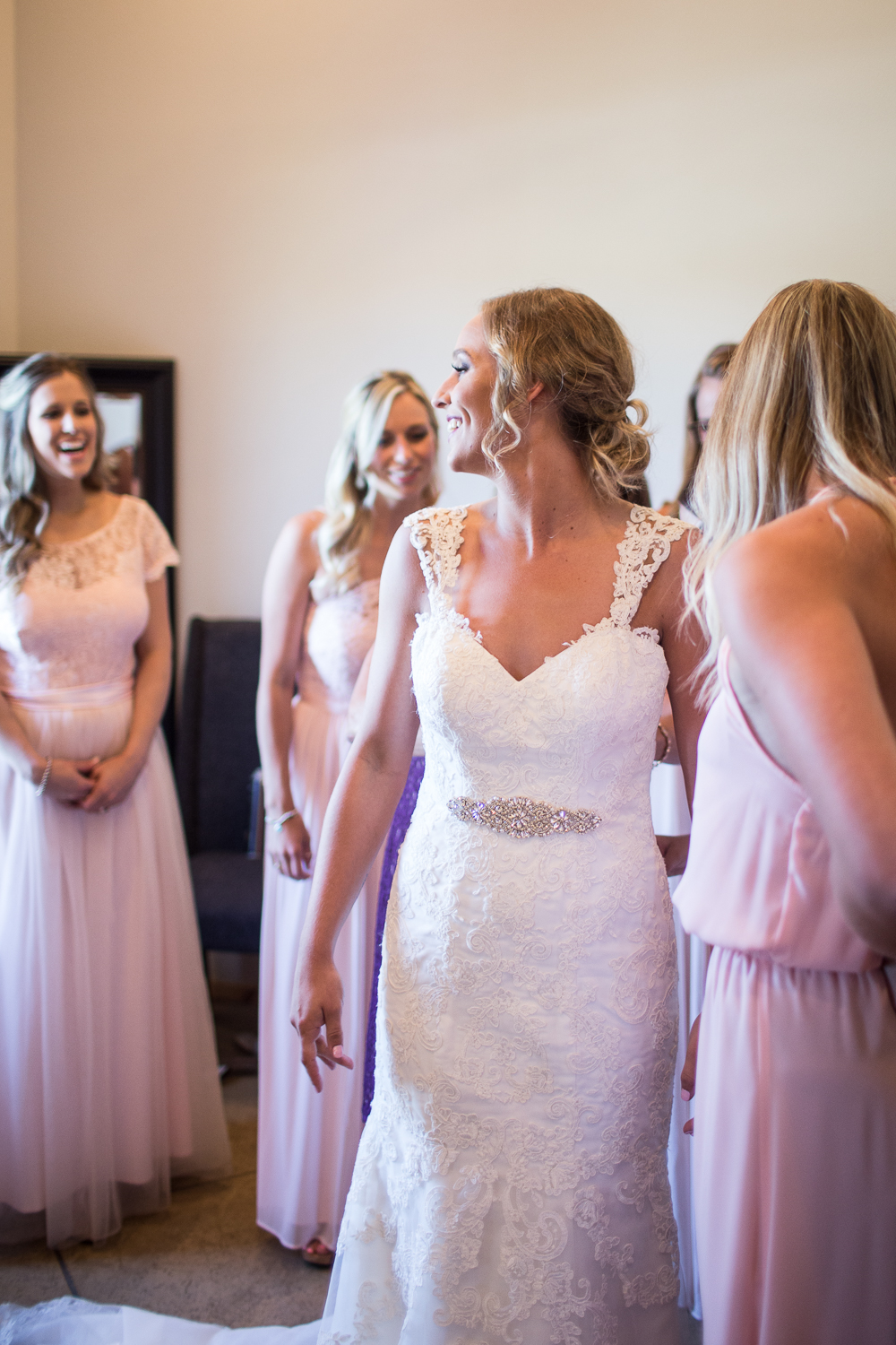 bride with her bridesmaids at Rick's Place in Tulsa, Oklahoma