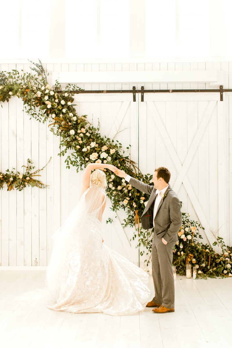 white-sparrow-barn-dallas-wedding-photographer-kaitlyn-bullard-the-big-and-bright-25.jpg