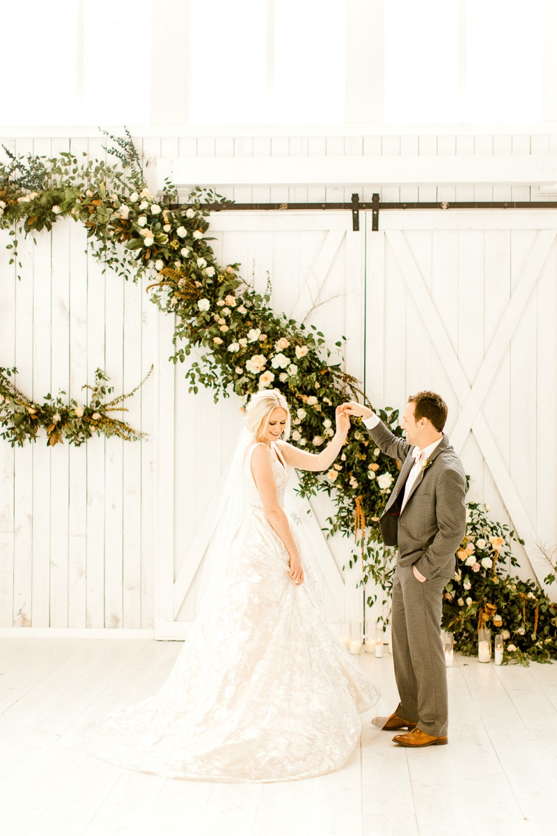 white-sparrow-barn-dallas-wedding-photographer-kaitlyn-bullard-the-big-and-bright-26.jpg