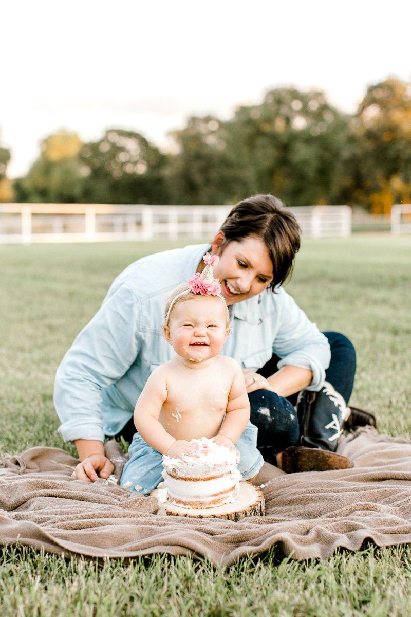 josie-one-year-dallas-family-photographer-kaitlyn-bullard-35.jpg