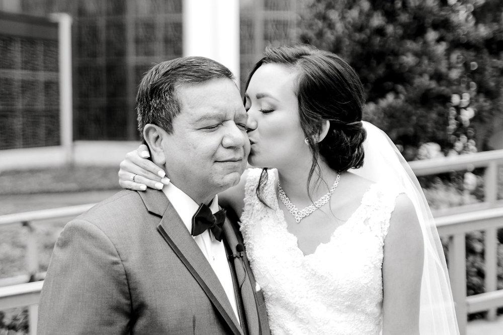 nylo-las-colinas-wedding-bety-luis-dallas-wedding-photographer-kaitlyn-bullard-7.jpg