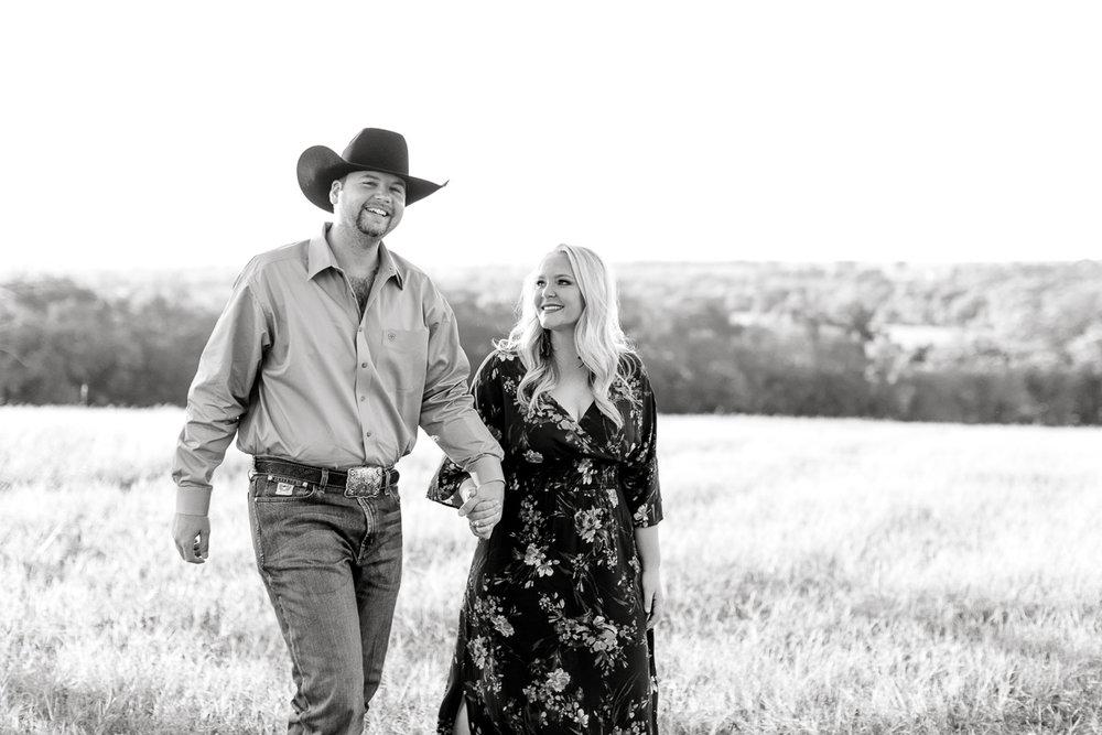 rural-engagement-photos-weatherford-texas-wedding-photographer-kaitlyn-bullard-2.jpg
