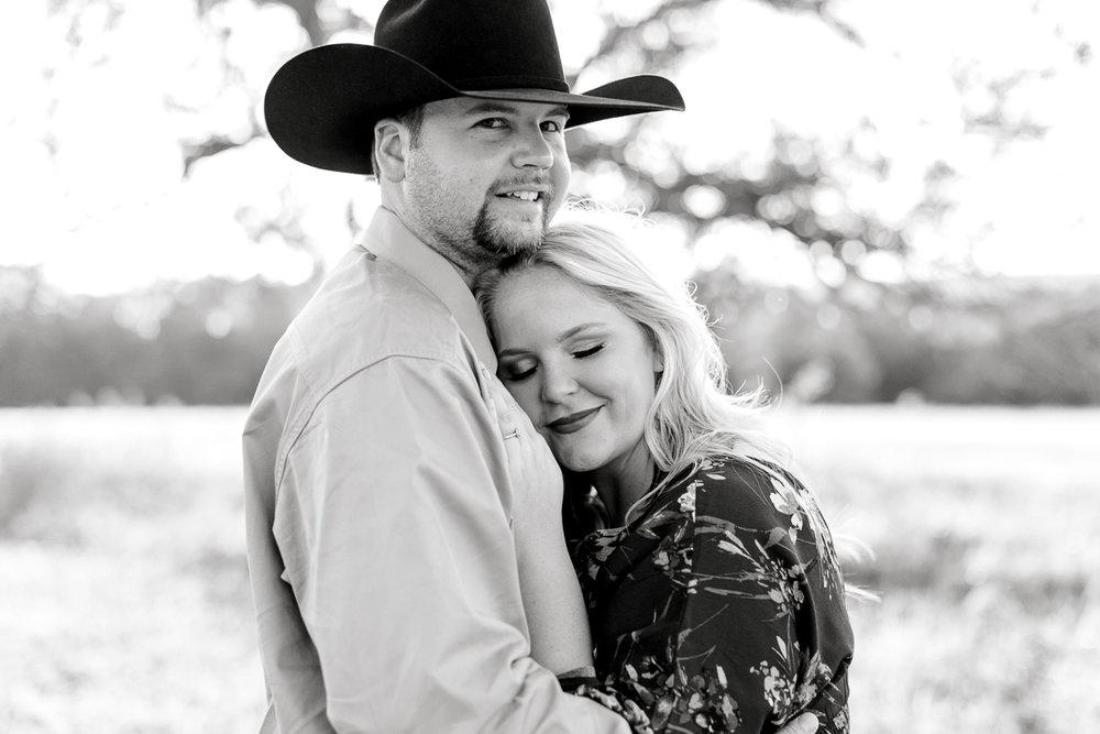 rural-engagement-photos-weatherford-texas-wedding-photographer-kaitlyn-bullard-7.jpg