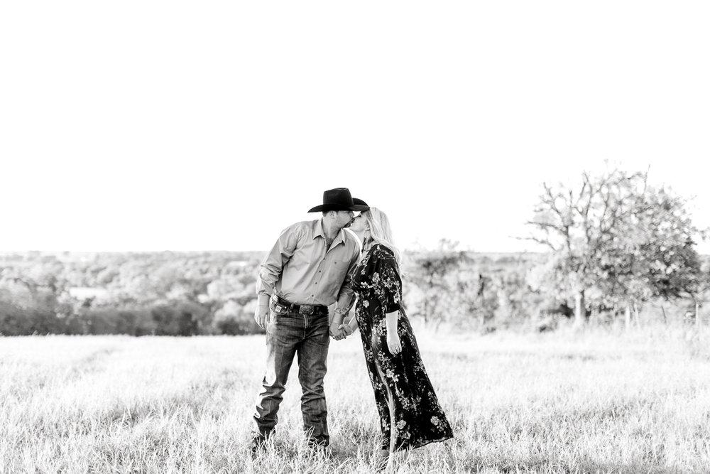 rural-engagement-photos-weatherford-texas-wedding-photographer-kaitlyn-bullard-12.jpg