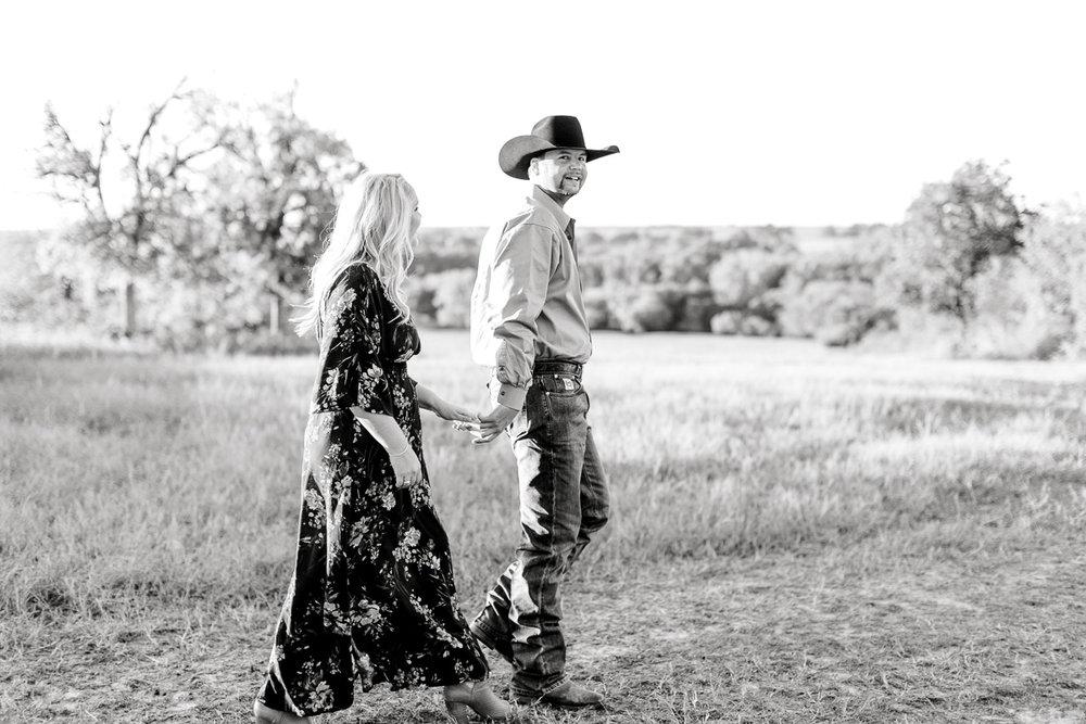 rural-engagement-photos-weatherford-texas-wedding-photographer-kaitlyn-bullard-13.jpg