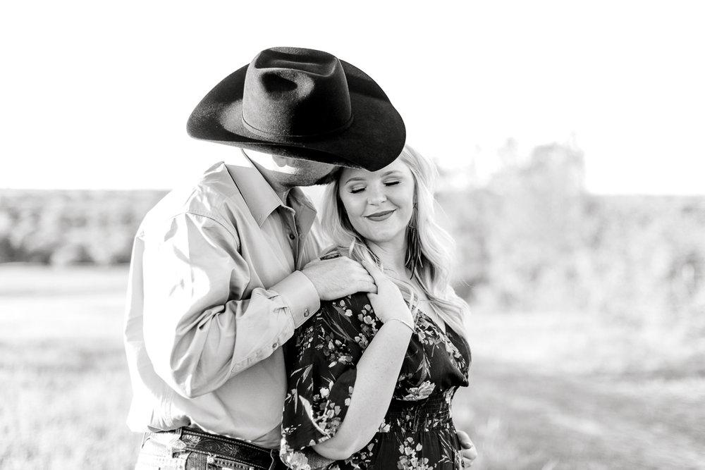 rural-engagement-photos-weatherford-texas-wedding-photographer-kaitlyn-bullard-15.jpg