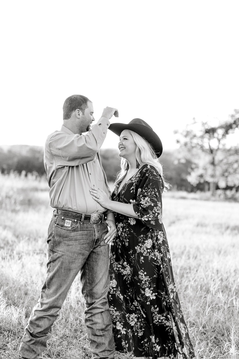 rural-engagement-photos-weatherford-texas-wedding-photographer-kaitlyn-bullard-20.jpg