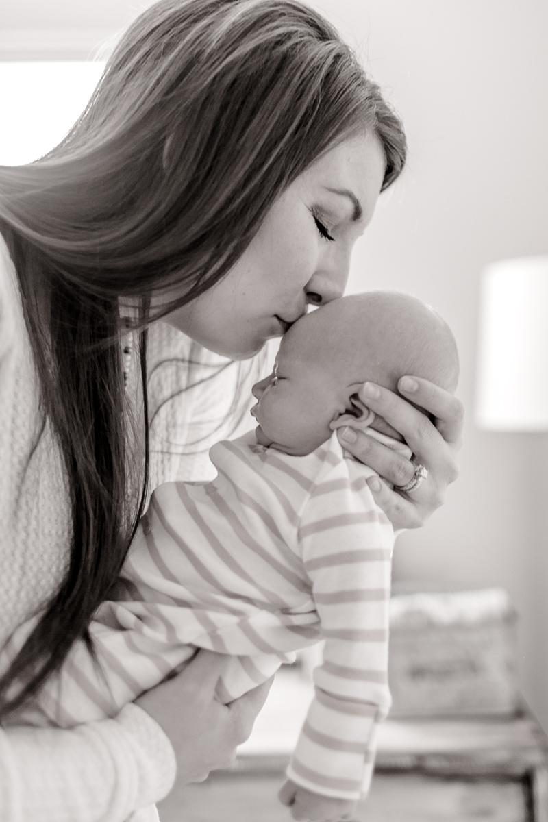 denton-newborn-photographer-brooks-lifestyle-newborn-11.jpg
