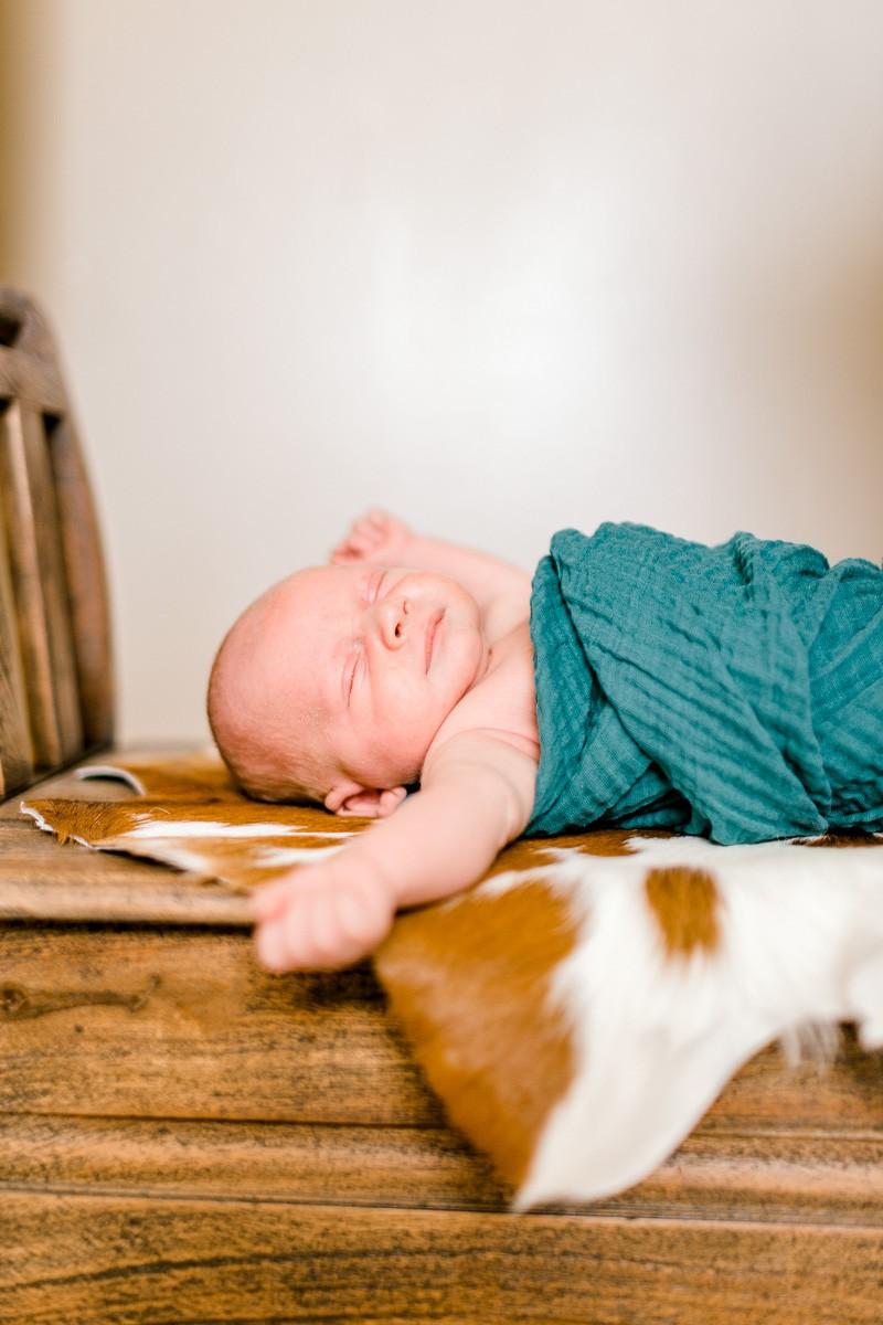 denton-newborn-photographer-brooks-lifestyle-newborn-35.jpg