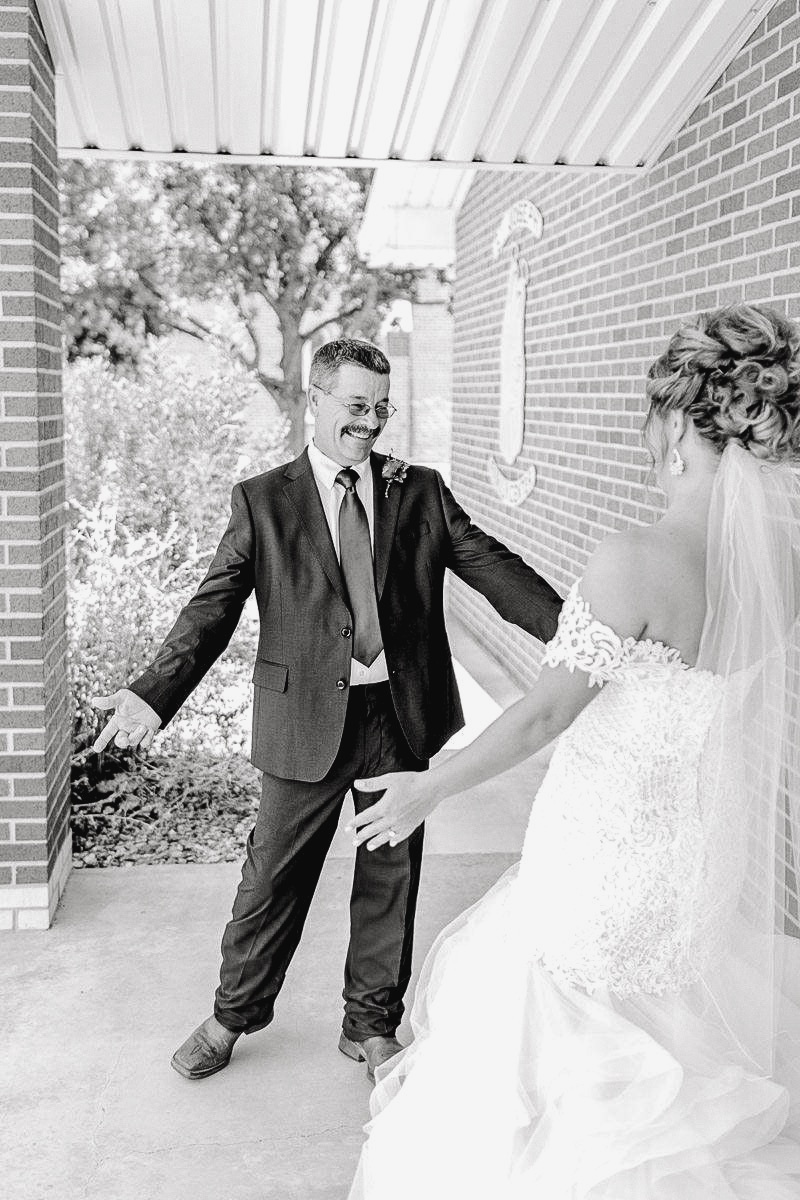 mckenzi-evan-san-angelo-texas-wedding-photographer-kaitlyn-bullard-17.jpg