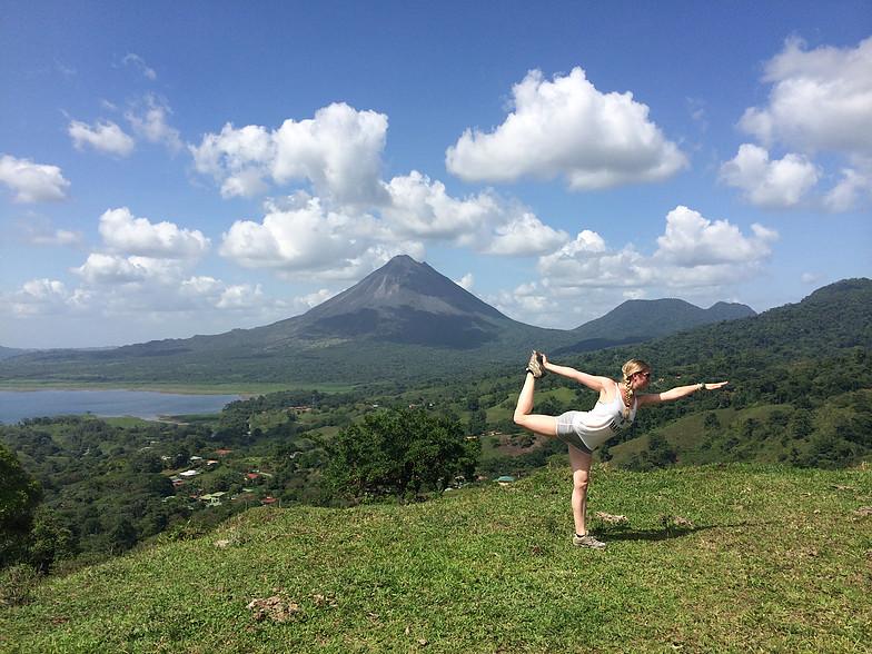 yoga_LaFortuna.jpg