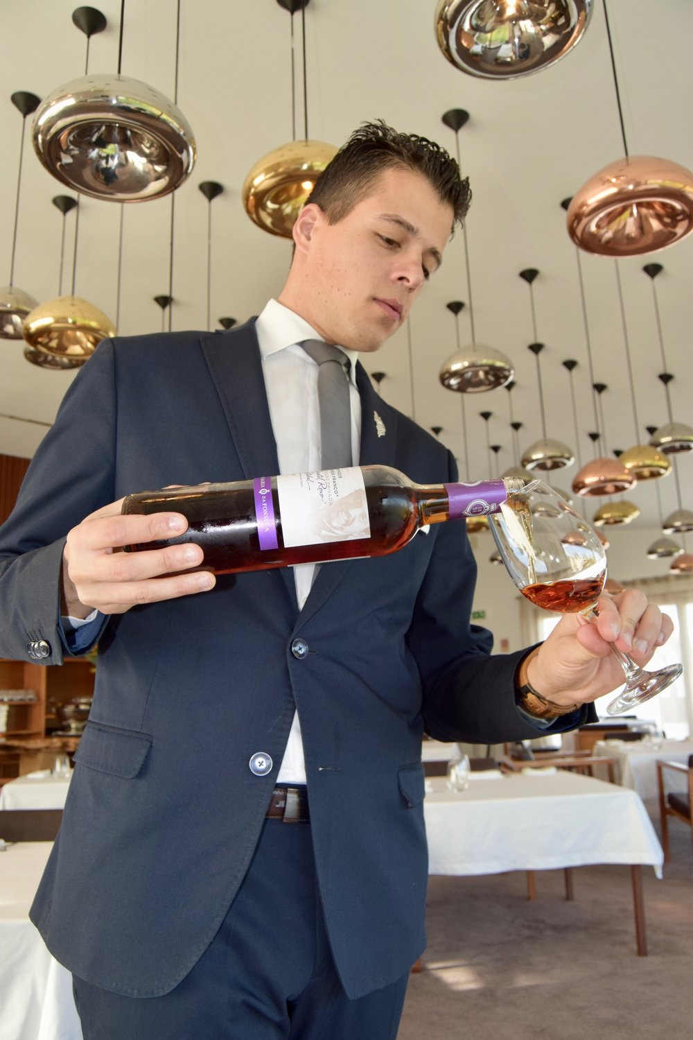 sommelier gonçalo mendes of l'and vineyards resort
