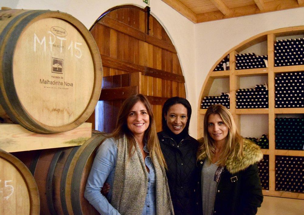 Sheree Mitchell con Rita Soares (izquierda) y Su cunada (derecha). Foto cortesia de immersa global