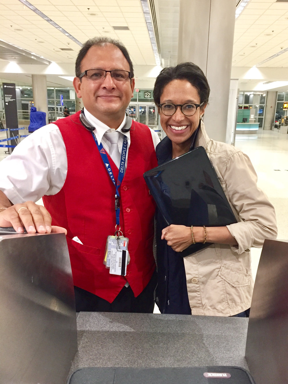 sheree mitchell with walter, the Delta agent that returned her missing computer from Flight DL2815 on Aug. 12th, 2017