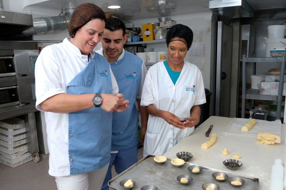Ana Nogueira (L), Sheree M. Mitchell (C) with Chef João Batalha (R). Pastelaria Batalha Pasteis de Nata Workshop, Lisbon, Portugal. Photographer:    Paulo Petronilho