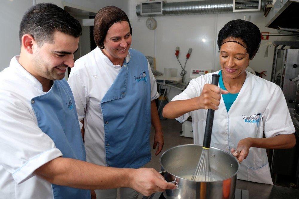 Chef João Batalha (L), Ana Nogueira (C), Sheree M. Mitchell (R). Pastelaria Batalha Pasteis de Nata Workshop, Lisbon, Portugal. Photographer:    Paulo Petronilho