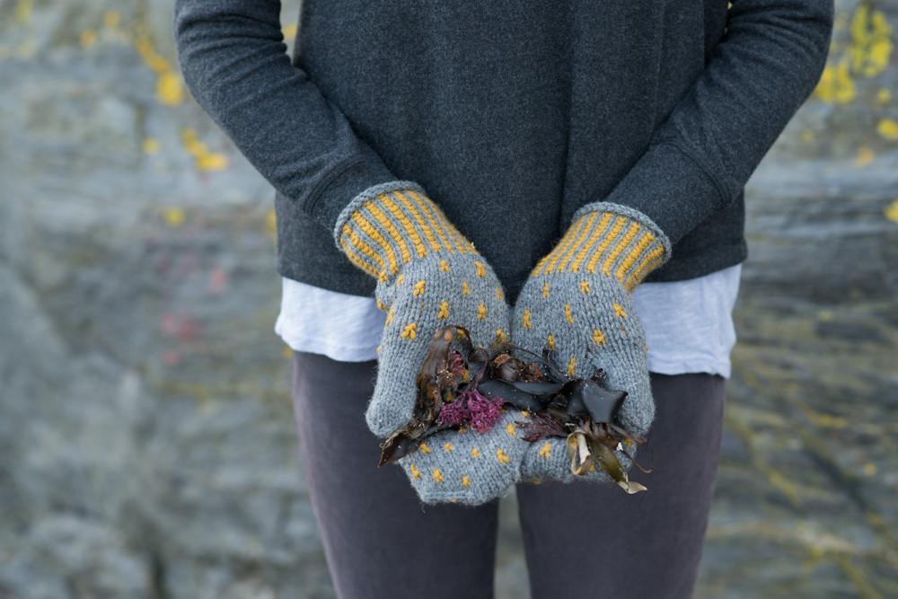 swoon-lichen-mitts.jpg