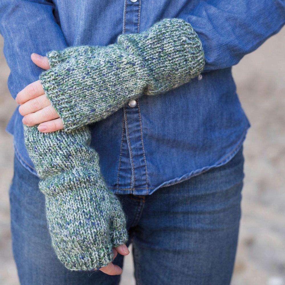 wys-croft-maisie-mittens.jpg
