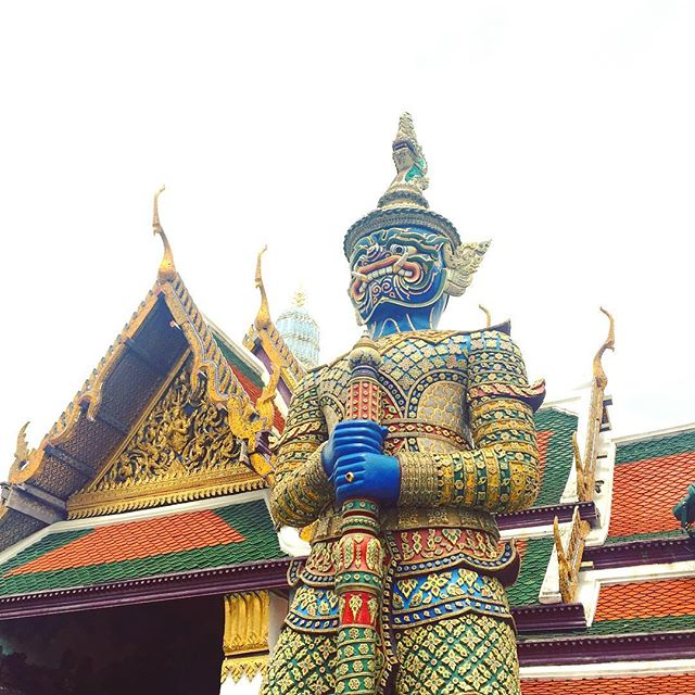 Had to share the photo of this guy. He's too cool looking. #SanTranTravels #guardian #royalpalace #guards #bangkok #thailand#art