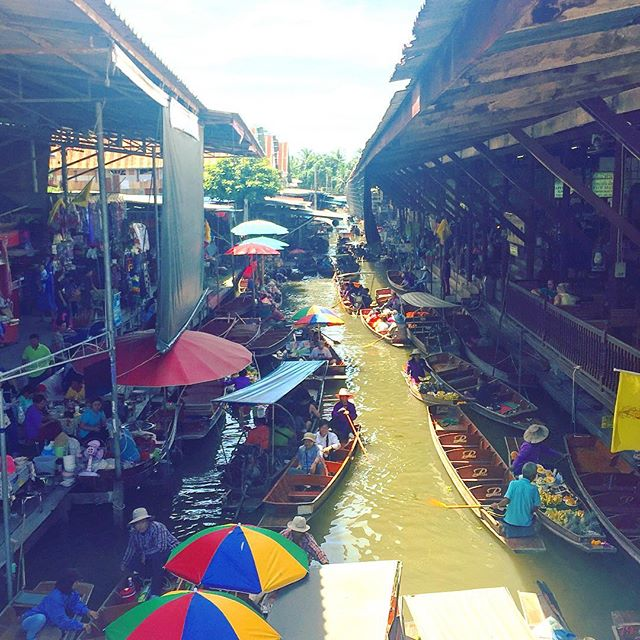 When you shop, but you're on a boat, so the things come to you. Alternatively you also get dragged unwilling to stalls but it's all good fun. #bangkok #SanTranTravels #floatingmarket #travel #thailife