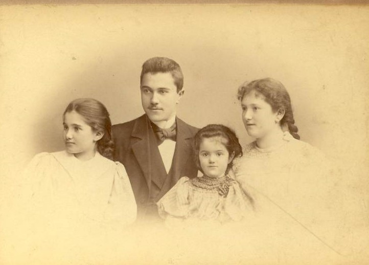 Ella Spiero (on the left) with her brother and sisters in Konigsberg.