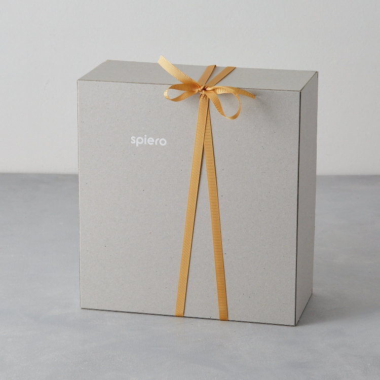 A minimal approach to packaging. Who says grey is boring?