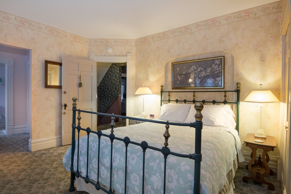Harrison-House-Bed-and-Breakfast-Columbus-Ohio-Room-1-3