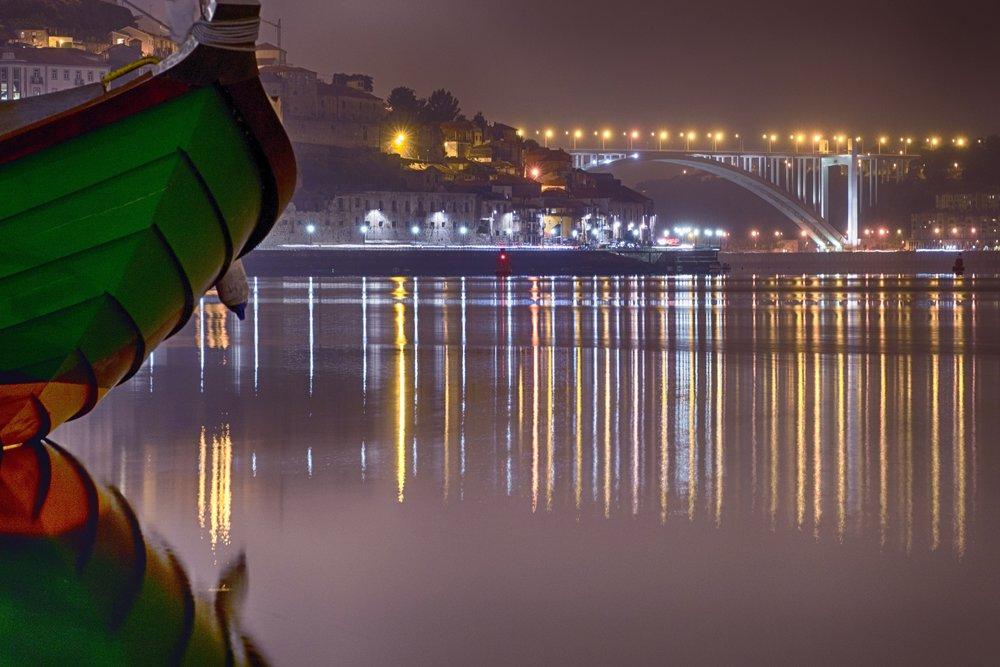 Rio d'Ouro - [Rio d'Ouro, rio de instantesHistórias que a corrente leva palavras.Sentimentos nos sentidosAbraça o momento!]
