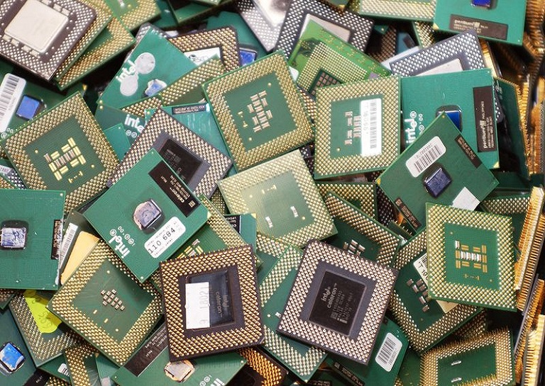 CPUs extracted from retired computers waiting for reclamation [Image Source:   Ekolist via Wikimedia Commons  ]