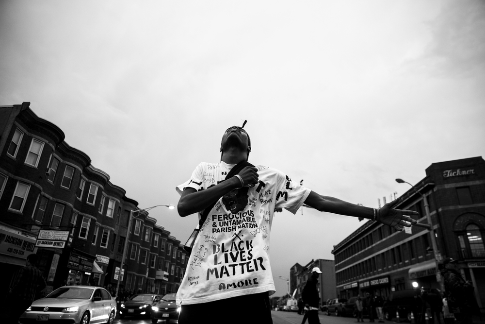 A man reacts as he stands on a street on Pennsylvania Avenue in Baltimore, Maryland, USA, 30 April 2015.