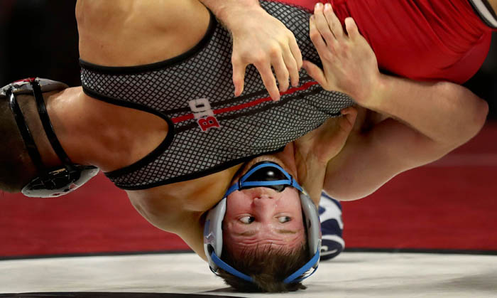 Michael Van Brill beats A.C. Headlee 7-5 at 141 pounds as Rutgers wrestling hosts North Carolina at the RAC. 1/12/18 Piscataway, N.J.